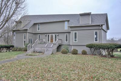 Shelbyville Single Family Home For Sale: 208 Shoreline Dr