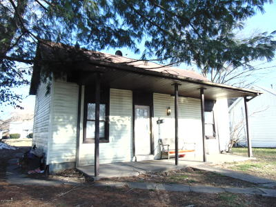 Carrollton Single Family Home For Sale: 703 7th St