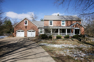 Louisville Single Family Home For Sale: 703 Hickory Ln