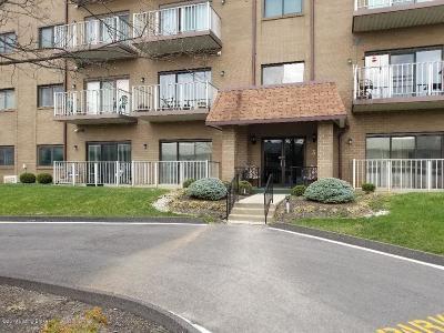 Louisville Condo/Townhouse For Sale: 3030 Breckenridge Ln #433