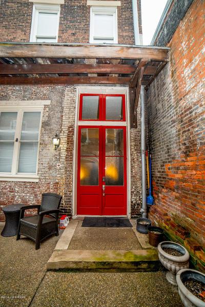 Condo/Townhouse For Sale: 325 E Market St #4