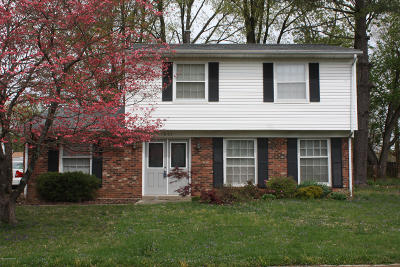 Louisville Single Family Home For Sale: 1807 The Meadow Rd