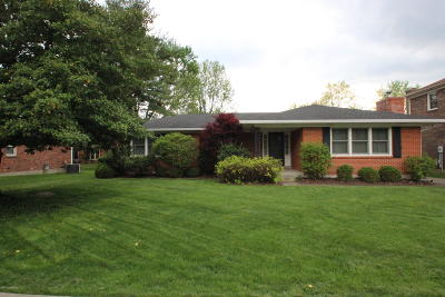 Louisville Single Family Home For Sale: 10606 Helmsdale Ln