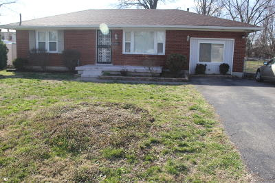 Louisville Single Family Home For Sale: 5123 Emerald Dr