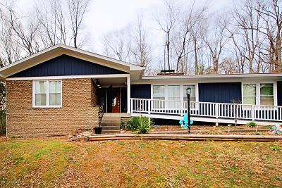 Louisville Single Family Home For Sale: 2911 Windsor Forest Dr