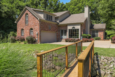 Louisville Single Family Home For Sale: 1112 Old Cannons Ln