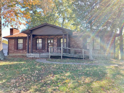 Louisville Single Family Home For Sale: 5613 Tall Oaks Ct