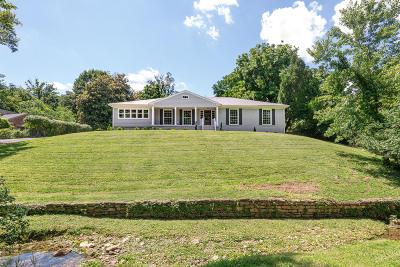 Louisville Single Family Home For Sale: 3731 Canoe Ln