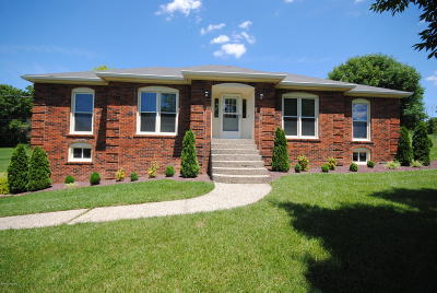 Crestwood Single Family Home For Sale: 3805 Carriage Hill Dr