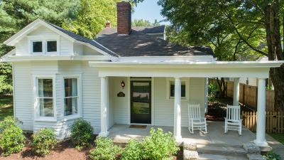 Louisville Single Family Home For Sale: 2208 Lakeland Rd