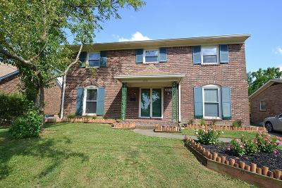 Louisville Single Family Home For Sale: 4311 Woodgate Ln
