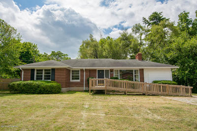 Single Family Home For Sale: 2858 Hikes Ln