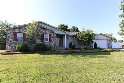 Louisville KY Single Family Home For Sale: $230,000