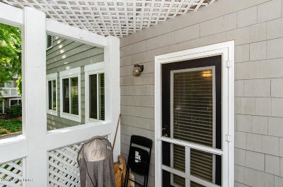 Louisville Condo/Townhouse For Sale: 36 Lake Ave #36