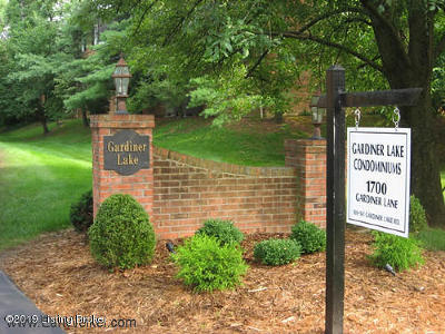 Louisville Condo/Townhouse For Sale: 157 Gardiner Lake Rd