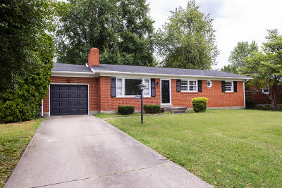 Louisville Single Family Home For Sale: 9016 Hurstbourne Ln