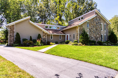 Plainview Single Family Home For Sale: 10410 Grazing Ct