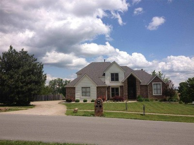 Elizabethtown Single Family Home For Sale: 916 Winchester Boulevard