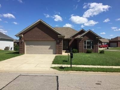 Vine Grove Single Family Home For Sale: 213 S Rushmore Drive