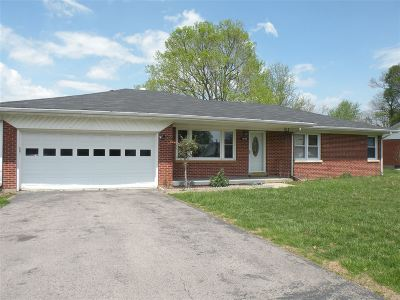 Radcliff KY Single Family Home For Sale: $110,000