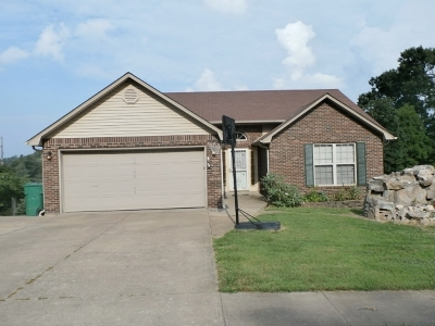 Radcliff KY Single Family Home For Sale: $165,500
