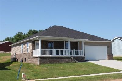Vine Grove Single Family Home For Sale: 115 Sawgrass Avenue