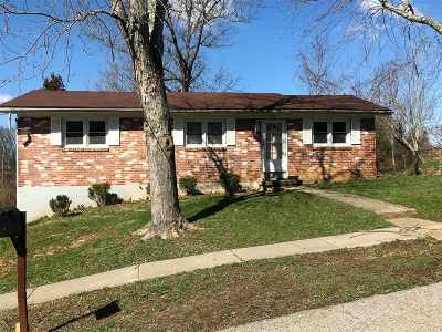 Radcliff Single Family Home For Sale: 1121 Evelyn Drive