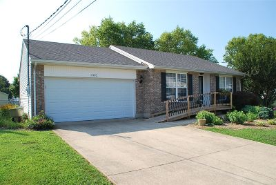 Elizabethtown Single Family Home For Sale: 1302 Williamsburg Drive