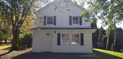 Vine Grove Single Family Home For Sale: 502 E Main Street
