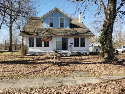 Vine Grove Single Family Home For Sale: 323 High Street