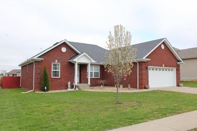Vine Grove Single Family Home For Sale: 127 Lowball Lane