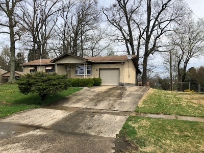 Radcliff KY Single Family Home For Sale: $102,000