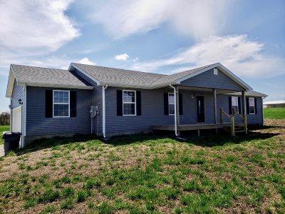 Hodgenville Single Family Home For Sale: 493 Logan Skaggs Road