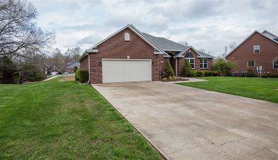 Elizabethtown Single Family Home For Sale: 107 Pebblestone Way