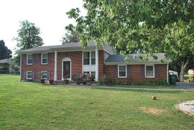 Radcliff Single Family Home For Sale: 820 W Crocus Drive