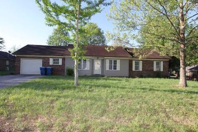 Lawrenceburg Single Family Home For Sale: 1009 Woodlawn Drive