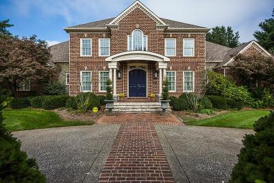 Lexington, Frankfort, Nicholasville, Berea, Richmond, Georgetown, Sadieville, Stamping Ground Single Family Home For Sale: 2412 Walnut Grove Lane