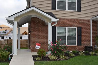 Frankfort Condo/Townhouse For Sale: 112 Leonardwood Drive #301