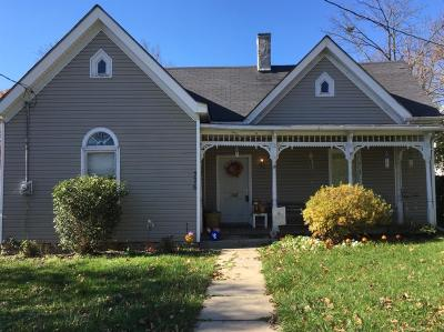Winchester Single Family Home For Sale: 376 S Main Street