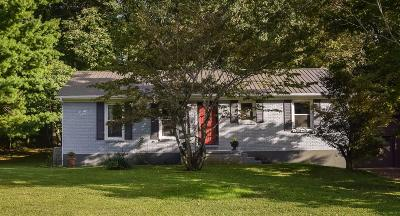 Lancaster Single Family Home For Sale: 102 Old Lexington Road