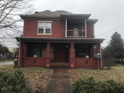 Barbourville Single Family Home For Sale: 215 Daniel Boone Drive