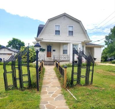 Single Family Home For Sale: 607 Chestnut Street