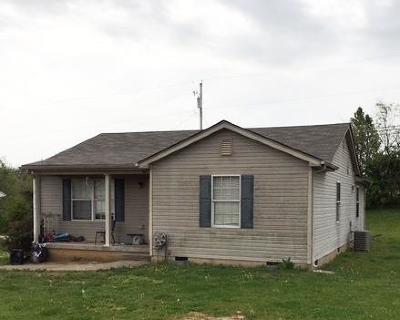 Lawrenceburg Single Family Home For Sale: 104 Hunter Ridge
