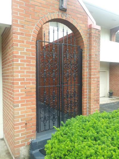Frankfort Condo/Townhouse For Sale: 109 Locust Hill