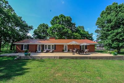 Single Family Home For Sale: 723 Harrods Creek Road
