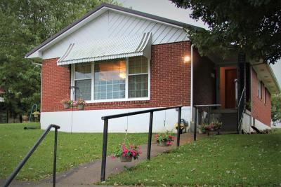 Carlisle Single Family Home For Sale: 103 School Avenue