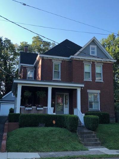 Lexington Single Family Home For Sale: 200 E Bell Court