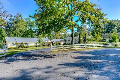 Harrodsburg Single Family Home For Sale: 926 Chimney Rock Road