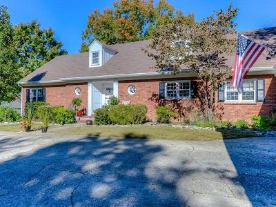 Frankfort Single Family Home For Sale: 207 Commonwealth Boulevard