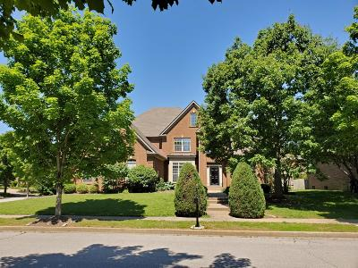 Lexington Single Family Home For Sale: 2184 Savannah Lane